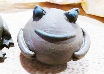 カエル塩胡椒入れ(制作中)4.jpg